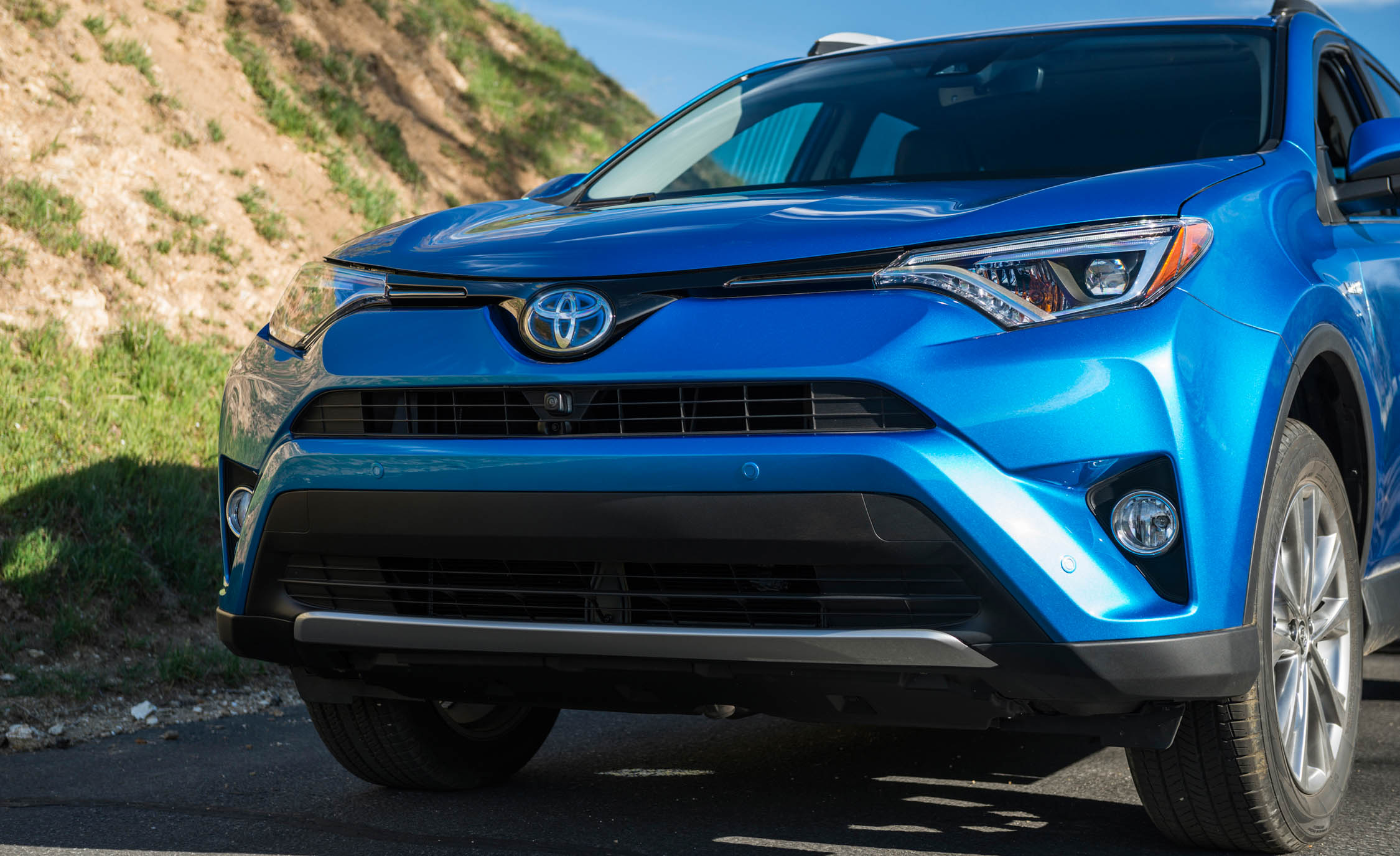 2016 Toyota RAV4 Hybrid Exterior Front End