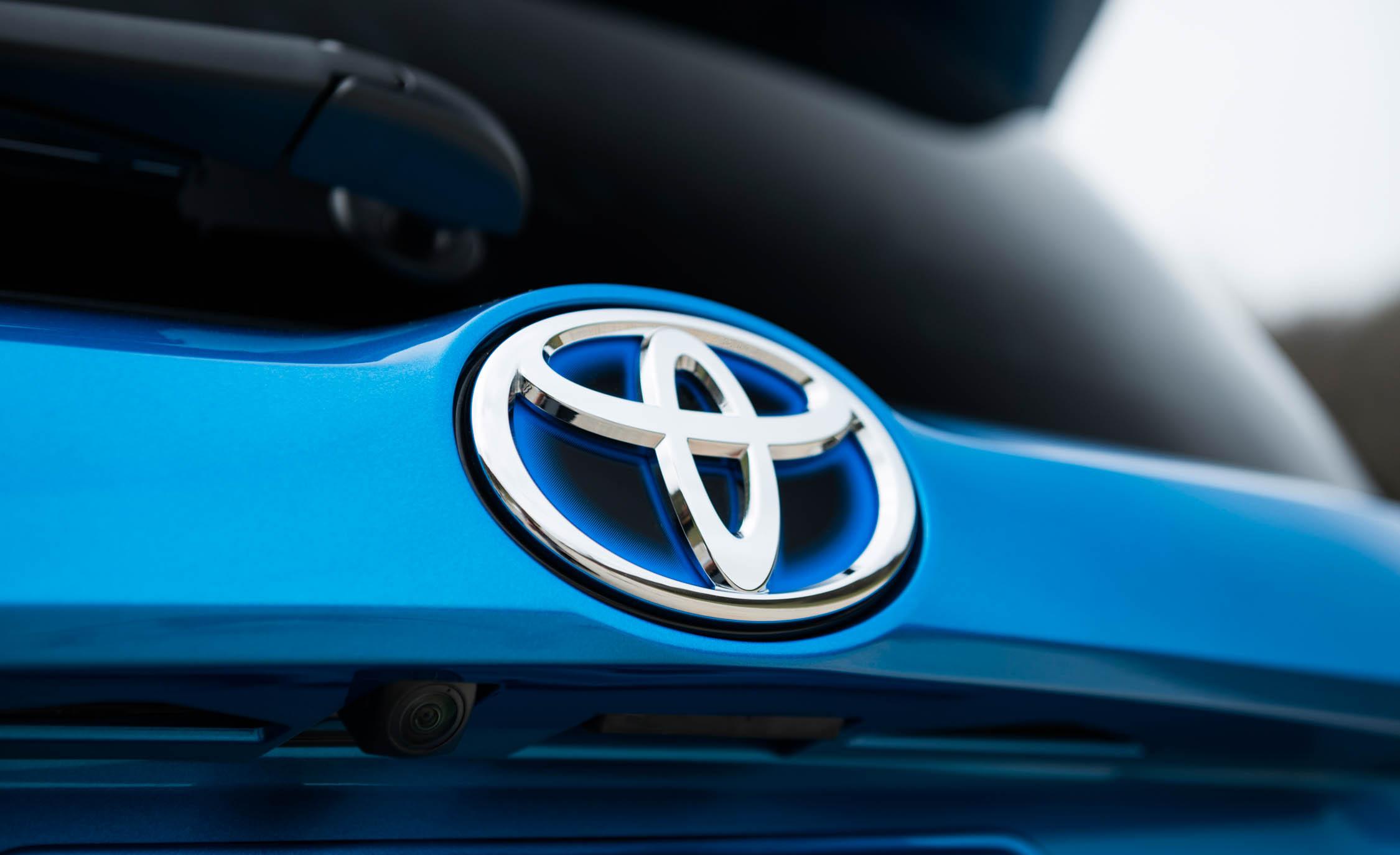 2016 Toyota RAV4 Hybrid Exterior Rear Badge
