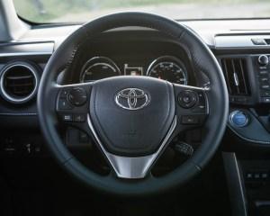 2016 Toyota RAV4 Hybrid Interior Steering