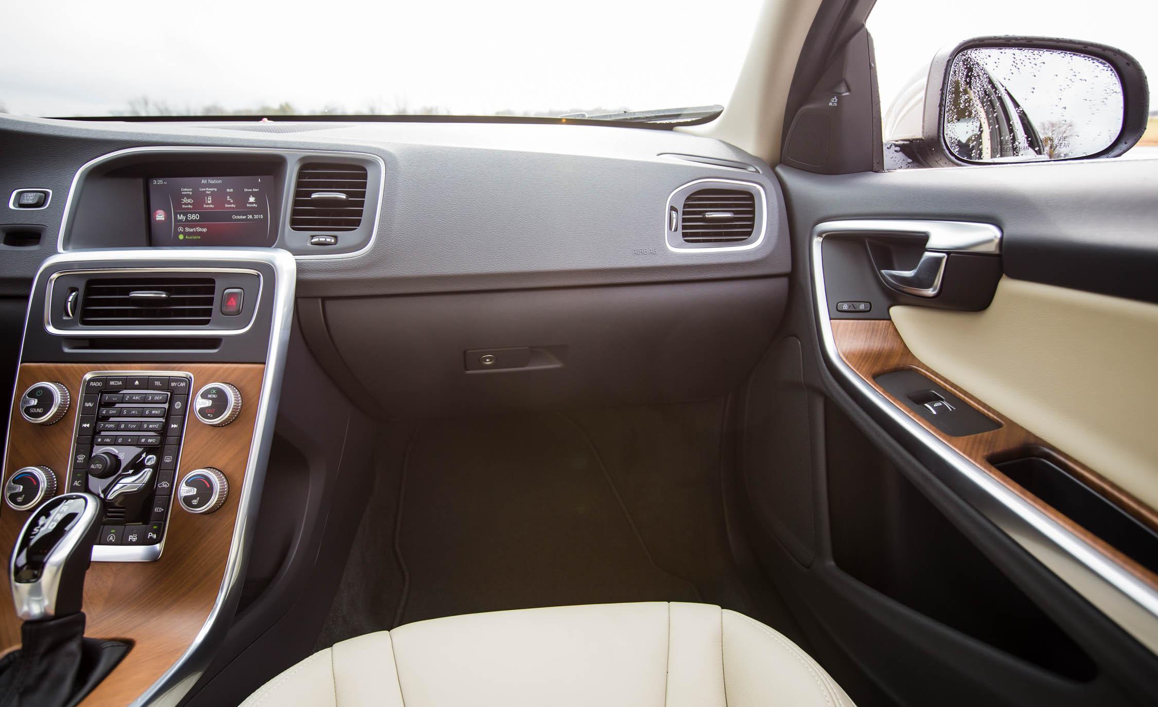 2016 Volvo S60 T5 Inscription Interior Front Passenger Dash