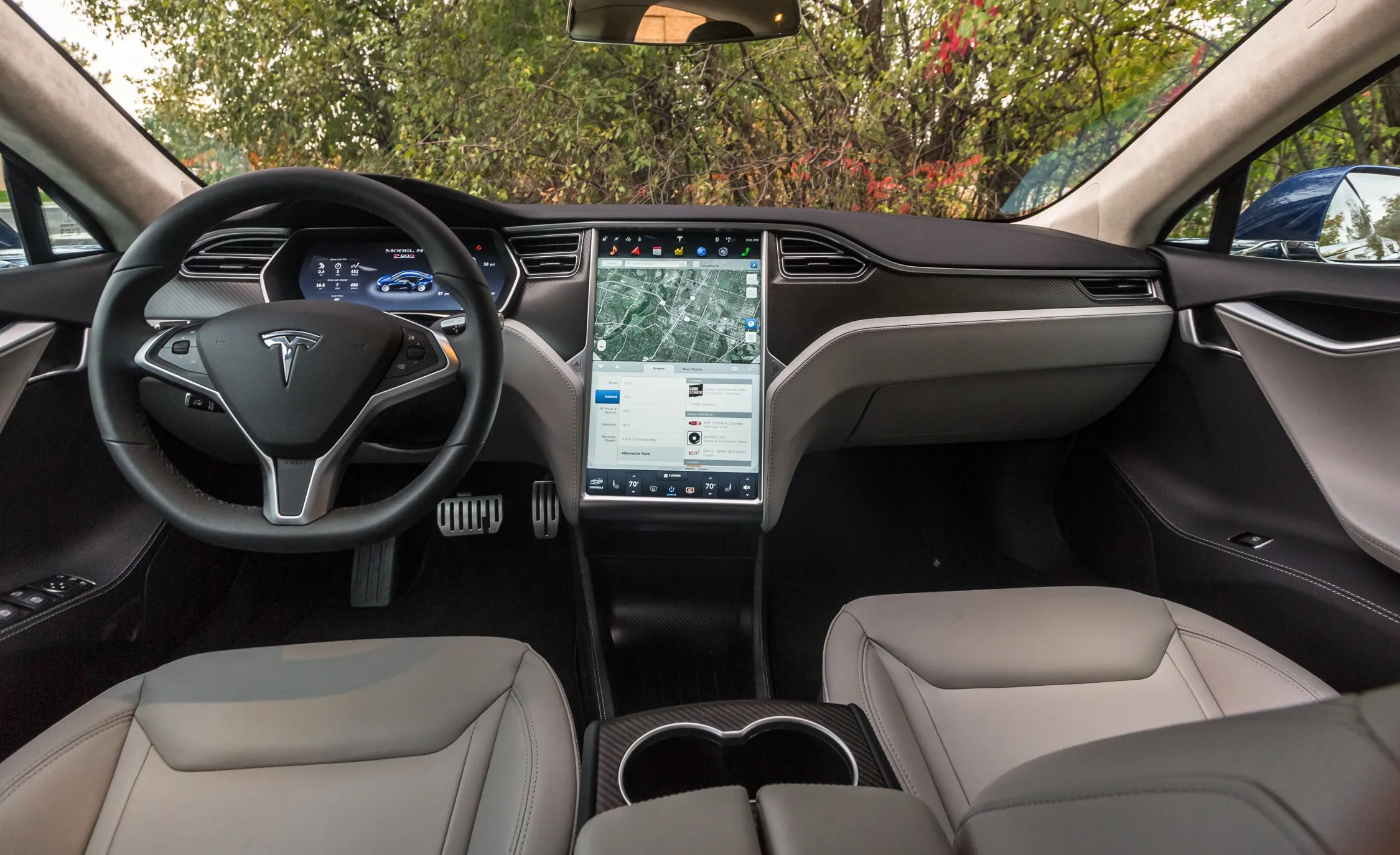 2015 Tesla Model S P90D Interior