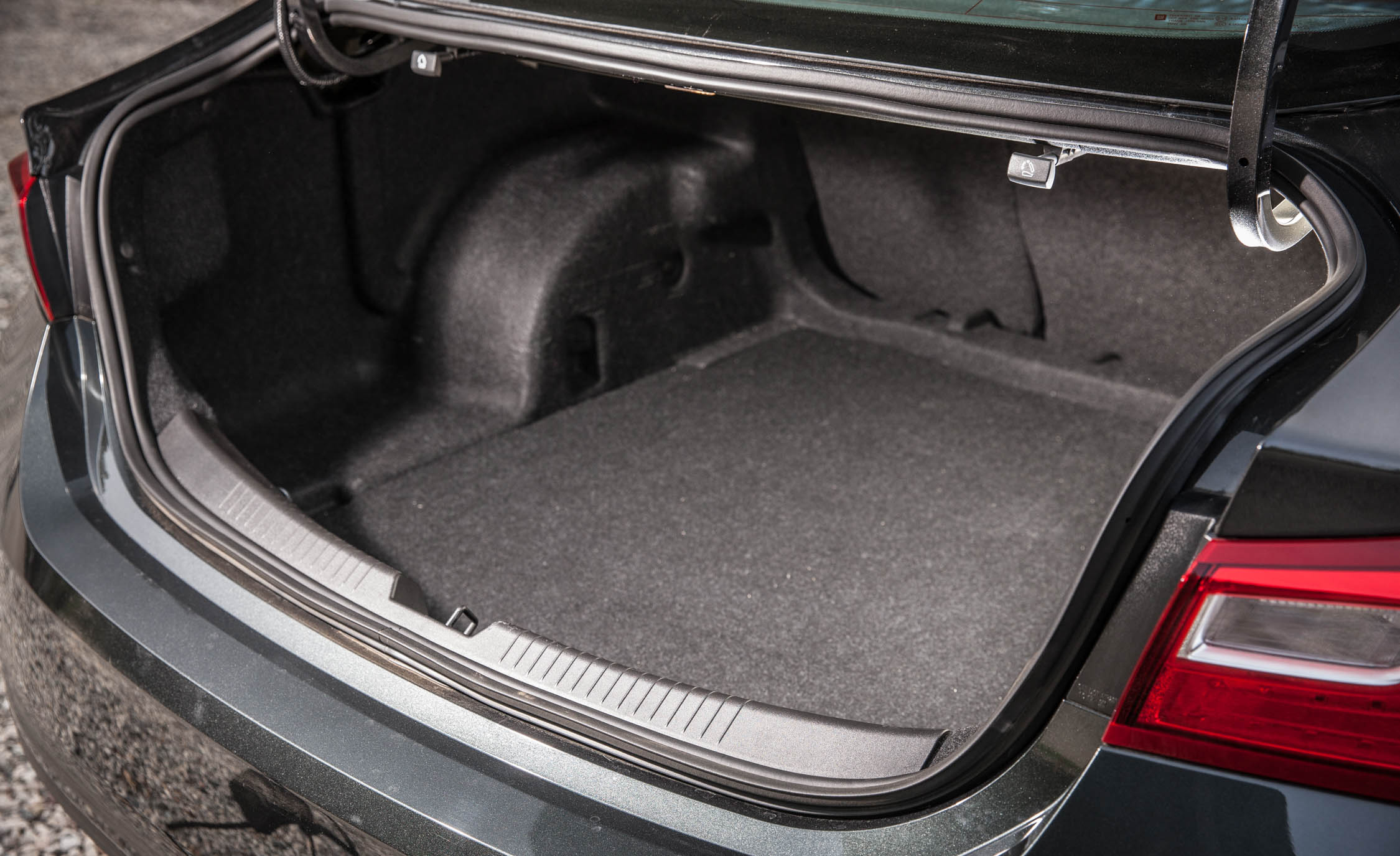 2016 Chevrolet Malibu LT Interior Cargo