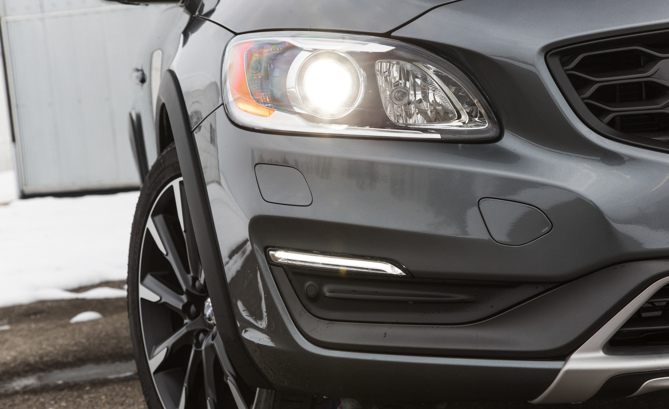 2016 Volvo S60 Cross Country Exterior Headlight