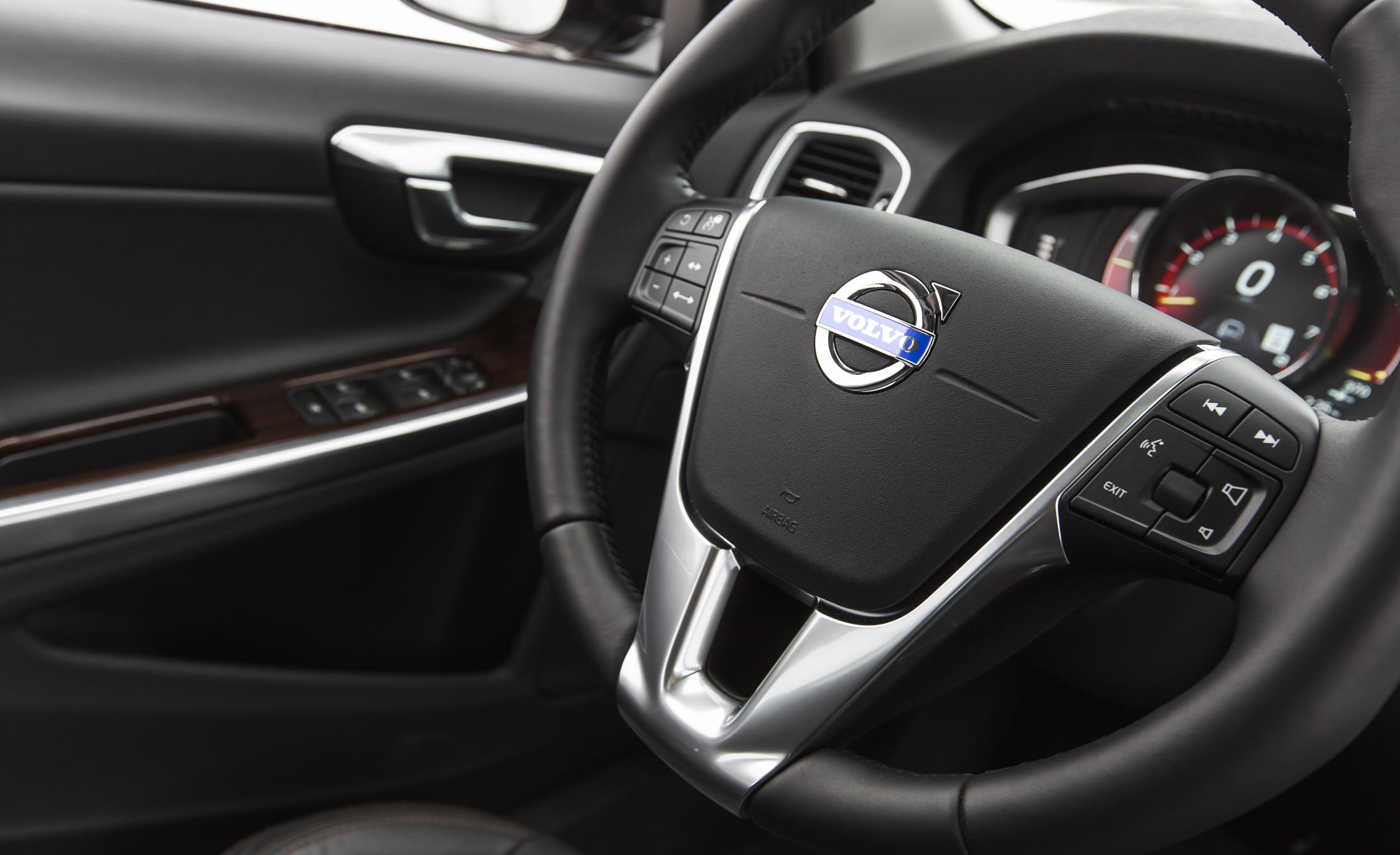 2016 Volvo S60 Cross Country Interior Steering