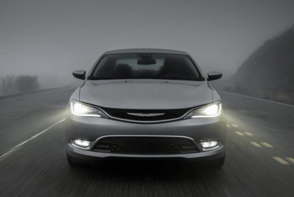 2017 Chrysler 200 front