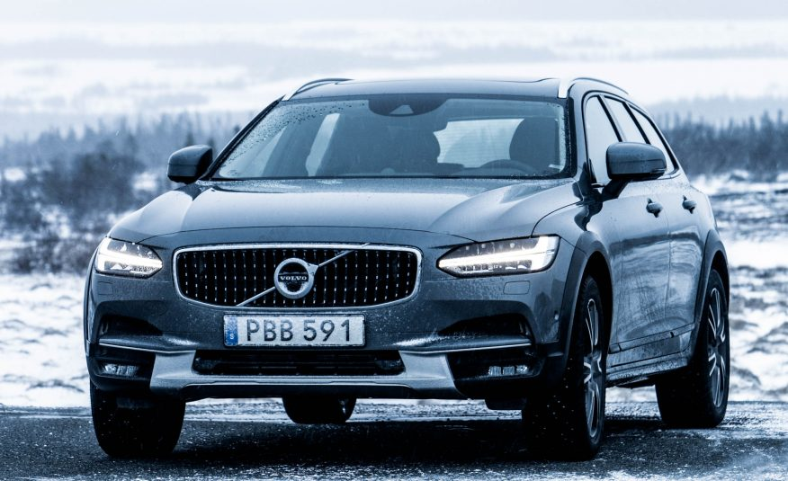 2017 Volvo V90 Cross Country Front View