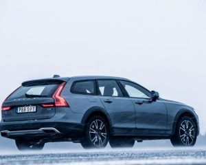 2017 Volvo V90 Cross Country Full Side View