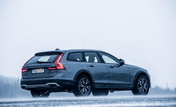 2017 Volvo V90 Cross Country Side