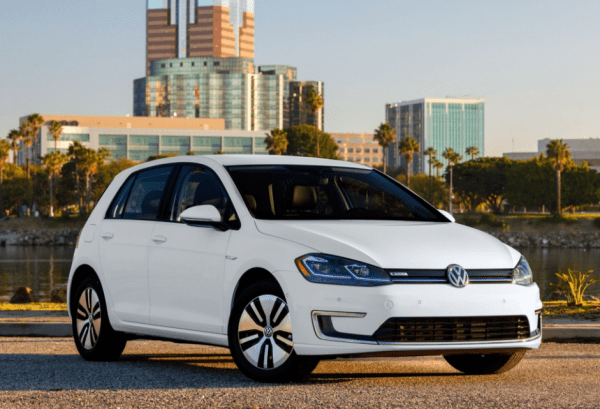 2017 Volkswagen e-Golf front and side review