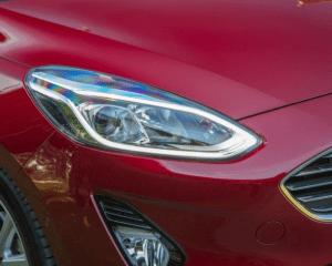 2018 Ford Fiesta 1.0T Headlights View