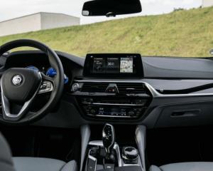 2018 BMW Alpina B5 Biturbo Steering View