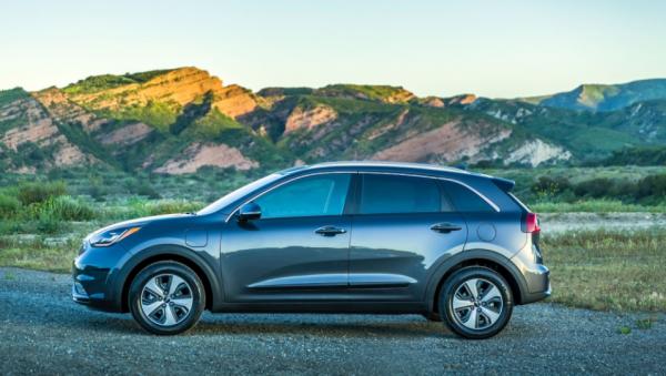 2018 Kia Niro Plug in Hybrid side review