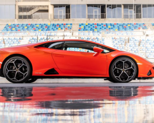 2020 Lamborghini Huracan Evo Side View