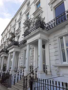 The iconic, charming white townhouses of Notting Hill