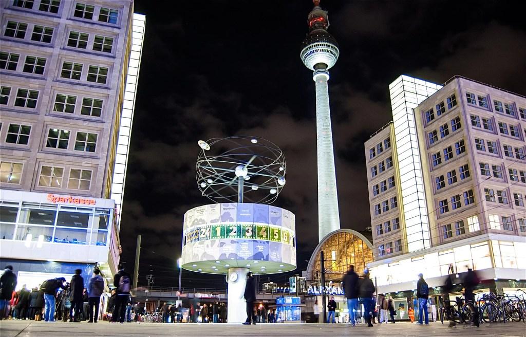 Horloge-universelle-Alexanderplatz-Berlin