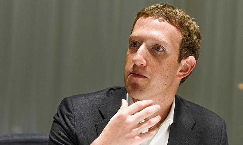 ¿Facebook quiere despedir a Mark Zuckerberg?