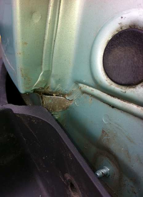 Fix of water leak into boot on Corsa C (1/6)