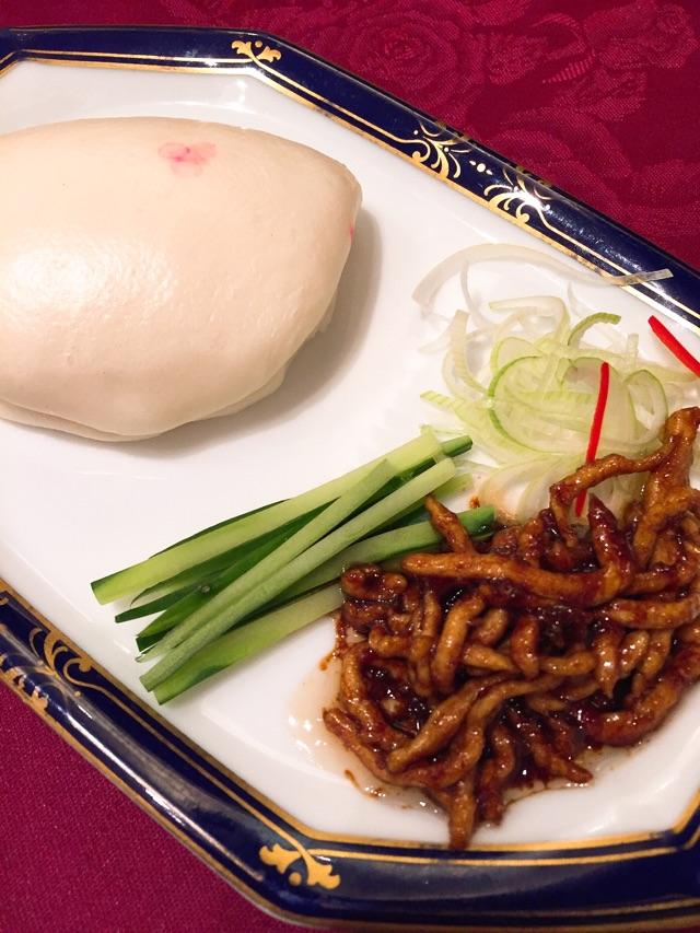 桃花源 豚肉の醤油味噌炒め 蒸しパン添え