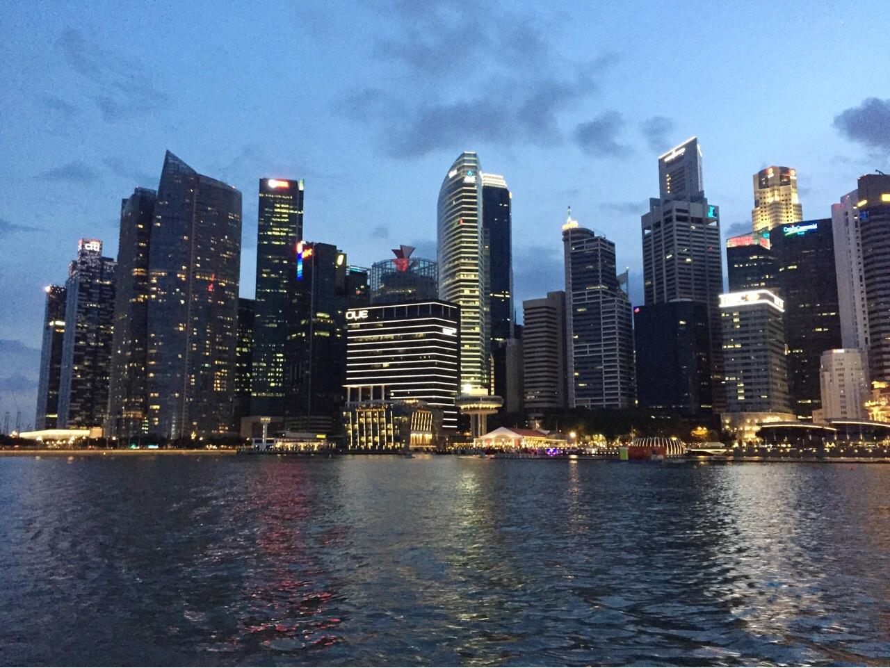 シンガポール 高層ビル群