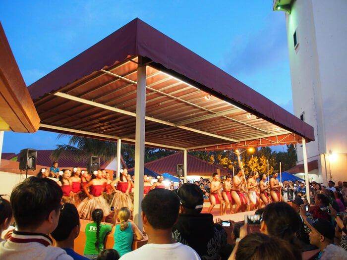 チャモロビレッジのダンスステージ