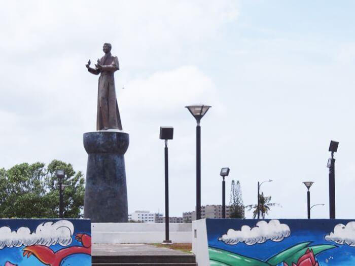 フローレス大司教の像