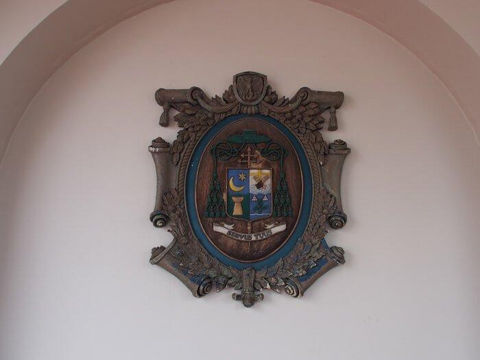 聖母マリア大聖堂紋章