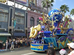 13. To celebrate 15 years since it was opened, Universal Studios Japan organised a daily street parade, complete with parade cars, dancers, confetti, foam, and catchy jingles.