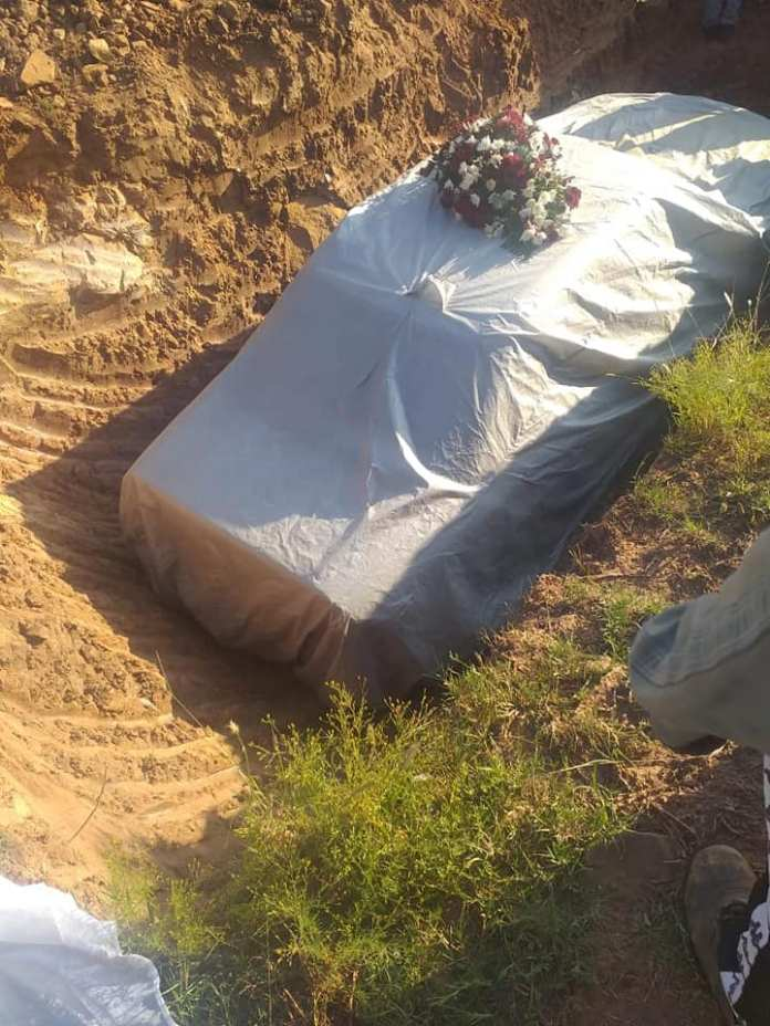 Man buried in his Mercedes