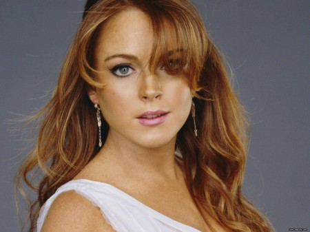 Lindsay Lohan Thanks Celebrities for Keeping the Paparazzi Busy While She was in Rehab