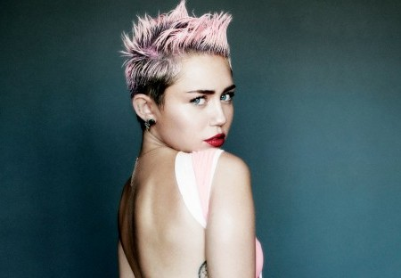 Miley Cyrus: Hemsworth Dumped Her Before VMA