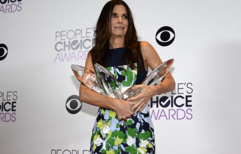 Sandra Bullock Sweeps Away People's Choice Awards