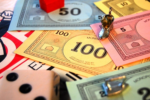 """Monopoly Publisher Throws Dice at """"House Rules"""" Version"""