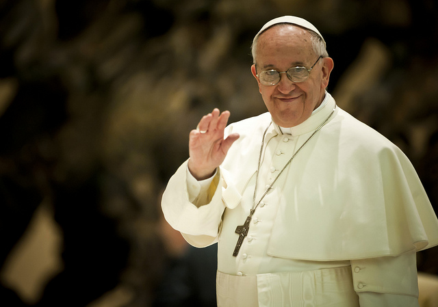 Pope Francis Welcomed by Filipinos in Papal Frenzy