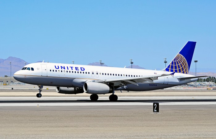 United Airlines Report Decline in Bookings Due to Rise in COVID-19 Cases