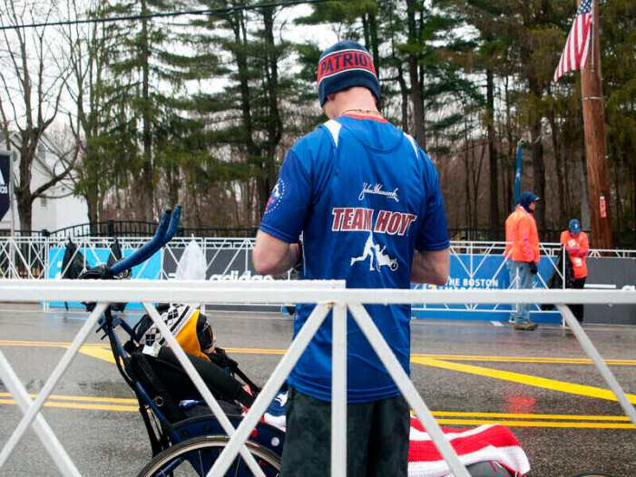 Dick Hoyt Marathon Legend Who Ran With Disabled Son Dies at Age 80