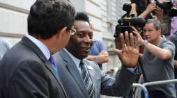 80-Year-Old Soccer Great Pelé Recovering From Surgery Thanks Well Wishers