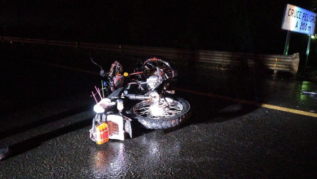 Muere motociclista sobre carretera libre Tepic-Guadalajara fue embestido por camión de carga