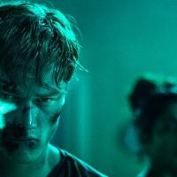 Await Further Instructions: Cuando la tecnología controla al ser humano