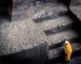 Escada de pedra que leva a uma das Igrejas de Pedra de Lalibela. As construções possuem valas de drenagem que permitem que mesmo em tempos chuvosos, as Igrejas não venham a encher.