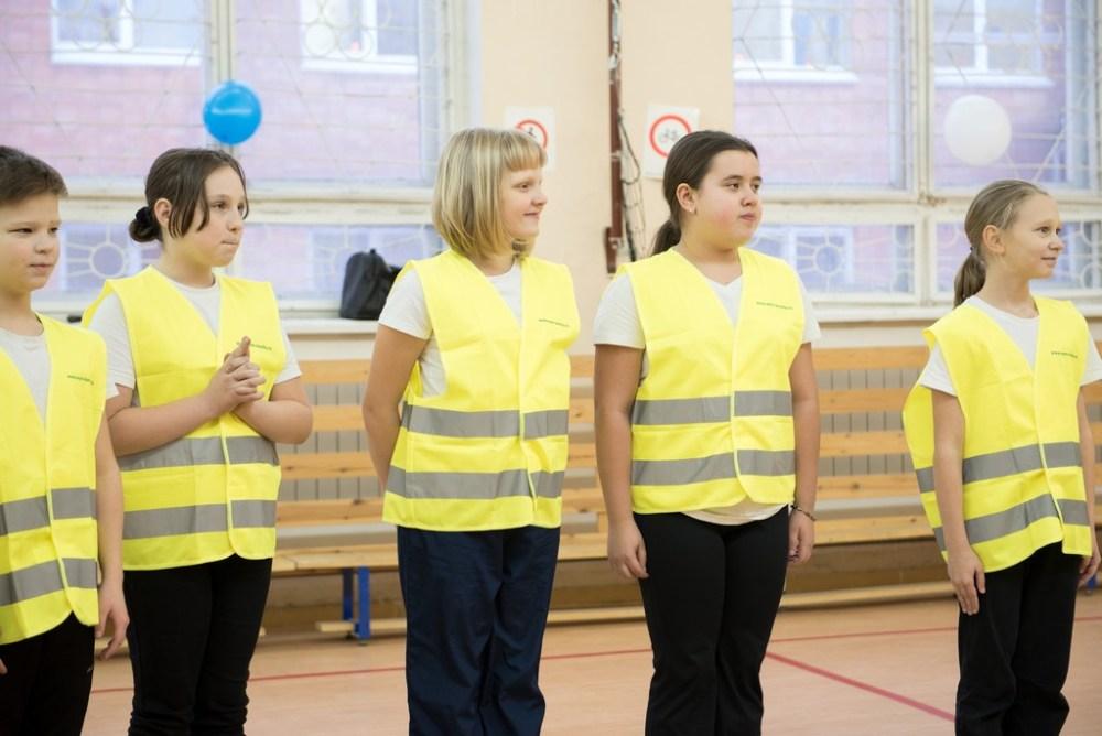 светоотражающие жилеты школьники офтальмологический центр карелии петрозаводск дети учат пдд