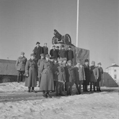петрозаводск, ссср, война великая отечественная, 1943, фото, архив, пушка, площадь ленина