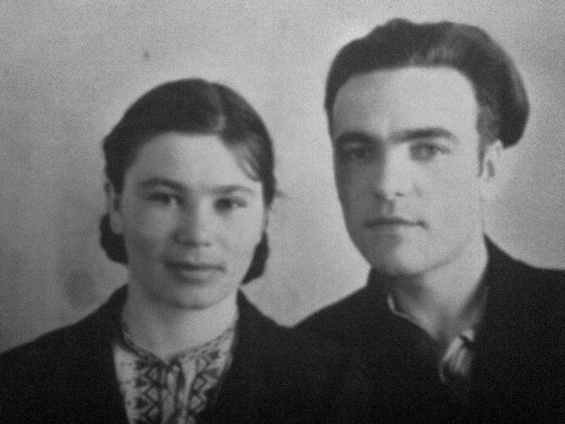 молодая пара ретро снимок