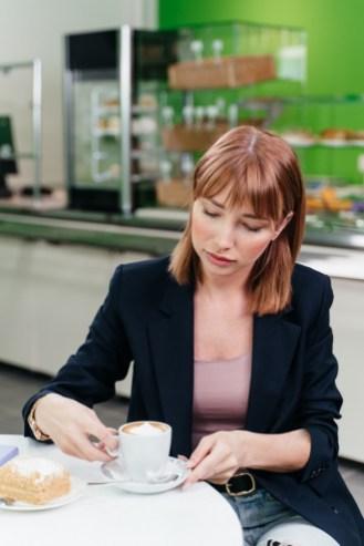 девушка в кафе, олония, горького 25, кафе, магазин, обед, петрозаводск, где пообедать