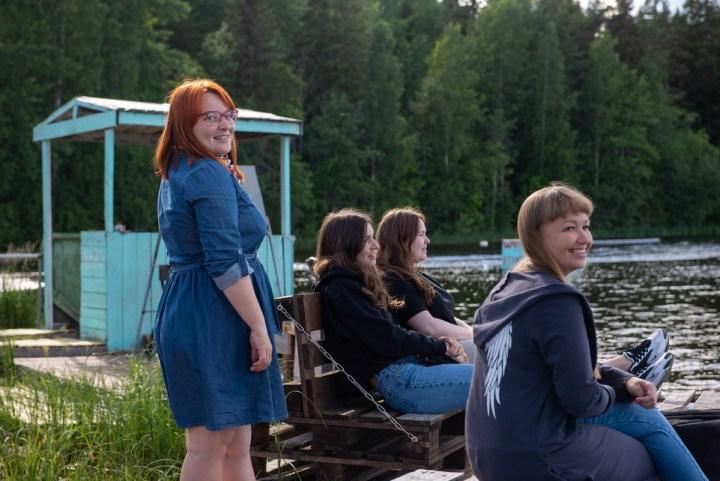 девушки, озеро, природа