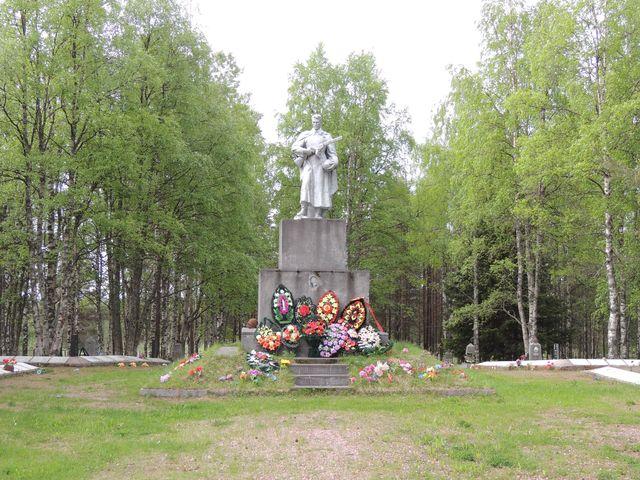 Братская могила до реконструкции. Фото: monuments.karelia.ru