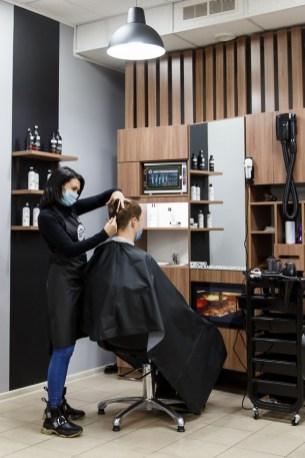 мужчкая стрижка, мужчина в парикмахерской, чио чио, петрозаводск, парикмахерская