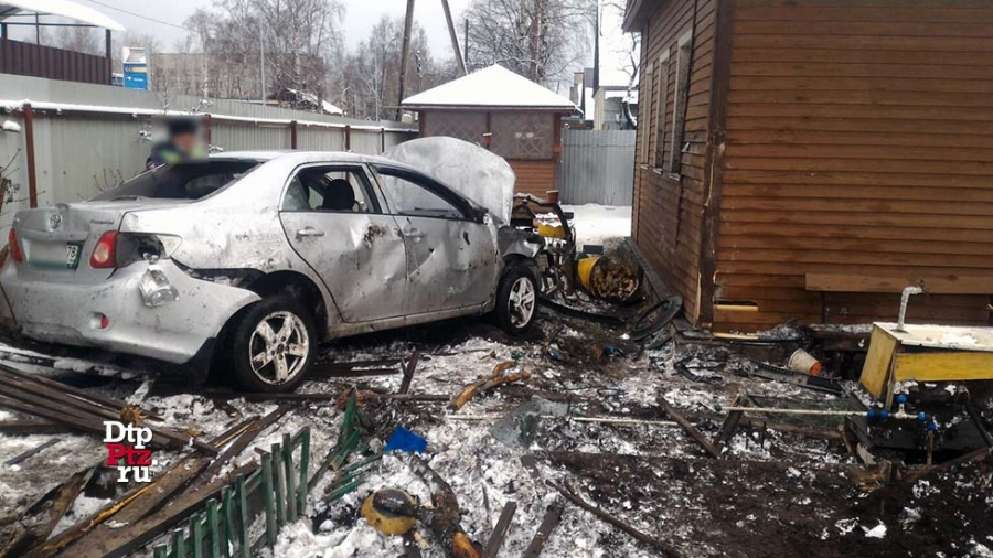 Машина врезалась в дом