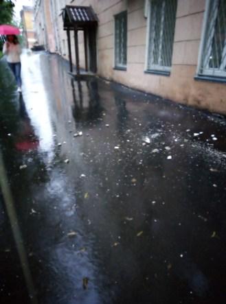 в центре Петрозаводска обрушилась часть крыши здания