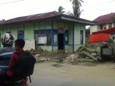 Keadaan Perpustakaan Nagari Kelurahan Kampung Jawa, Solok, saat perbaikan trotoar dan selokan.