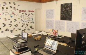 Instalasi meja kerja media, Daur Subur, Gubuak Kopi, 2017